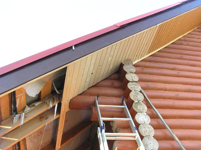 Подшивка карнизов крыши и варианты отделки своими руками.